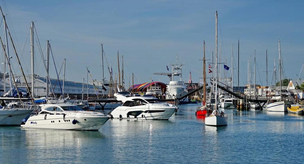 [Vie des Ports ] Port de La Rochelle  Ile_d219