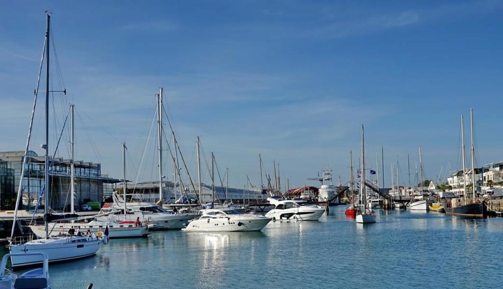 [Vie des Ports ] Port de La Rochelle  Ile_d220