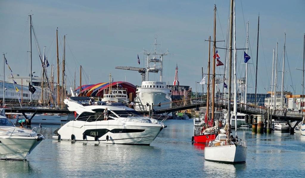 [Vie des Ports ] Port de La Rochelle  Ile_d221