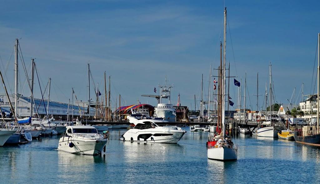 [Vie des Ports ] Port de La Rochelle  Ile_d222