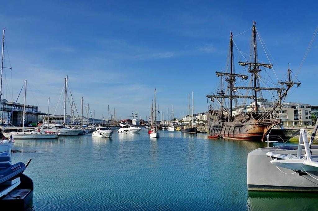 [Vie des Ports ] Port de La Rochelle  Ile_d223
