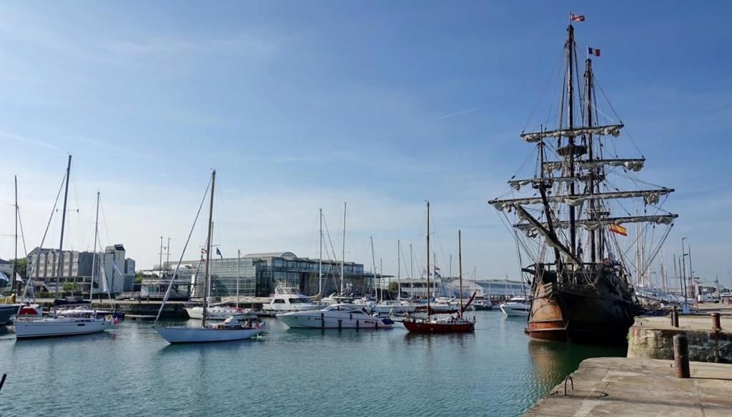 [Vie des Ports ] Port de La Rochelle  Ile_d227