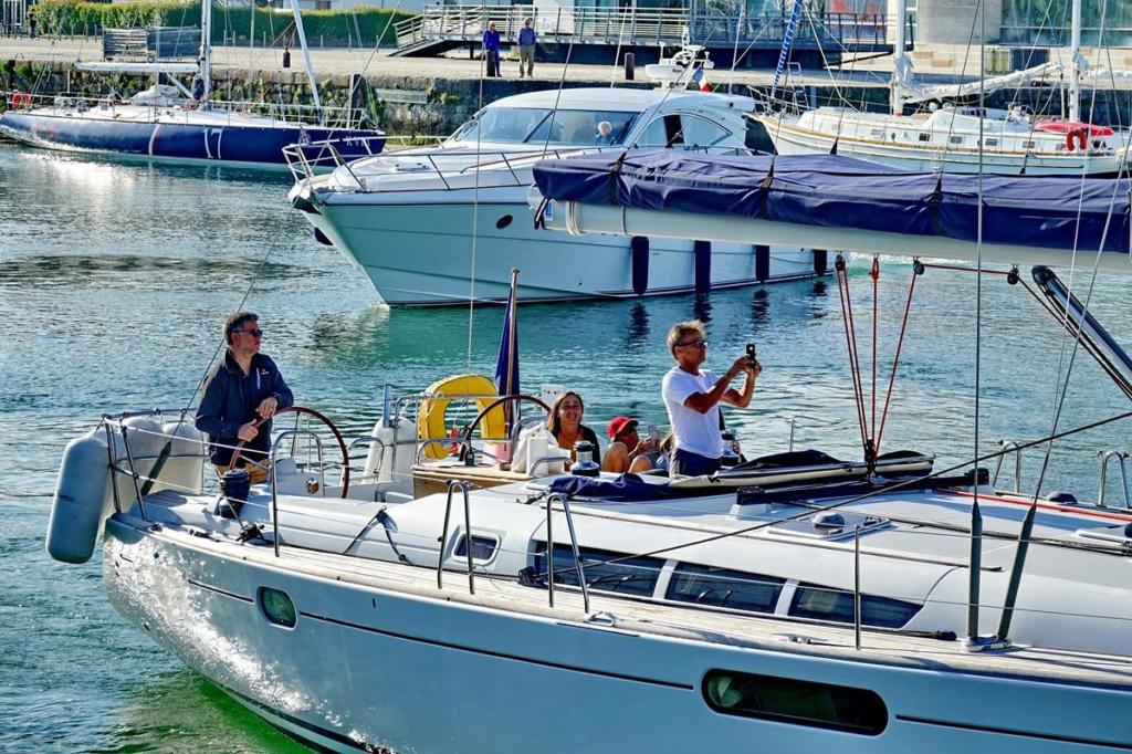 [Vie des Ports ] Port de La Rochelle  Ile_d244