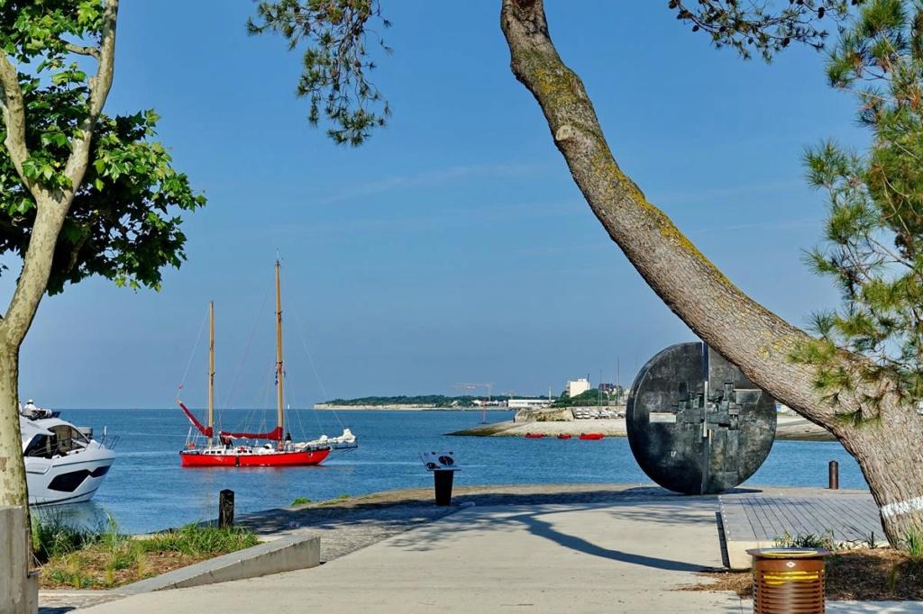 [Vie des Ports ] Port de La Rochelle  Ile_d293