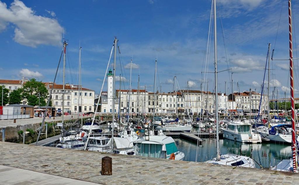 [Vie des Ports ] Port de La Rochelle  - Page 2 Ile_d337