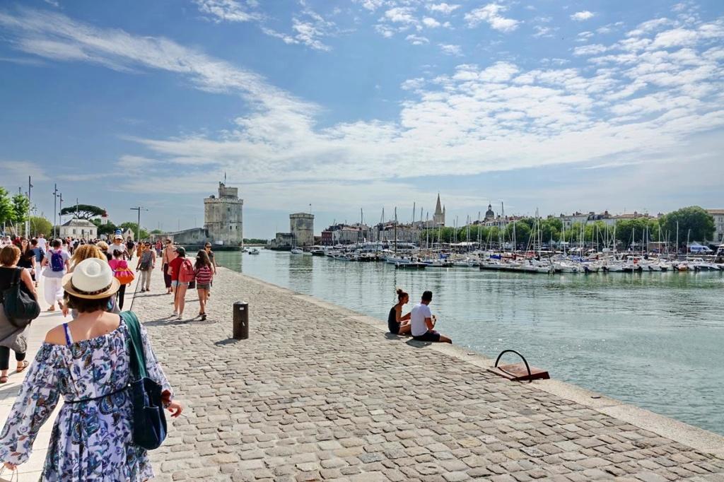 [Vie des Ports ] Port de La Rochelle  - Page 2 Ile_d338
