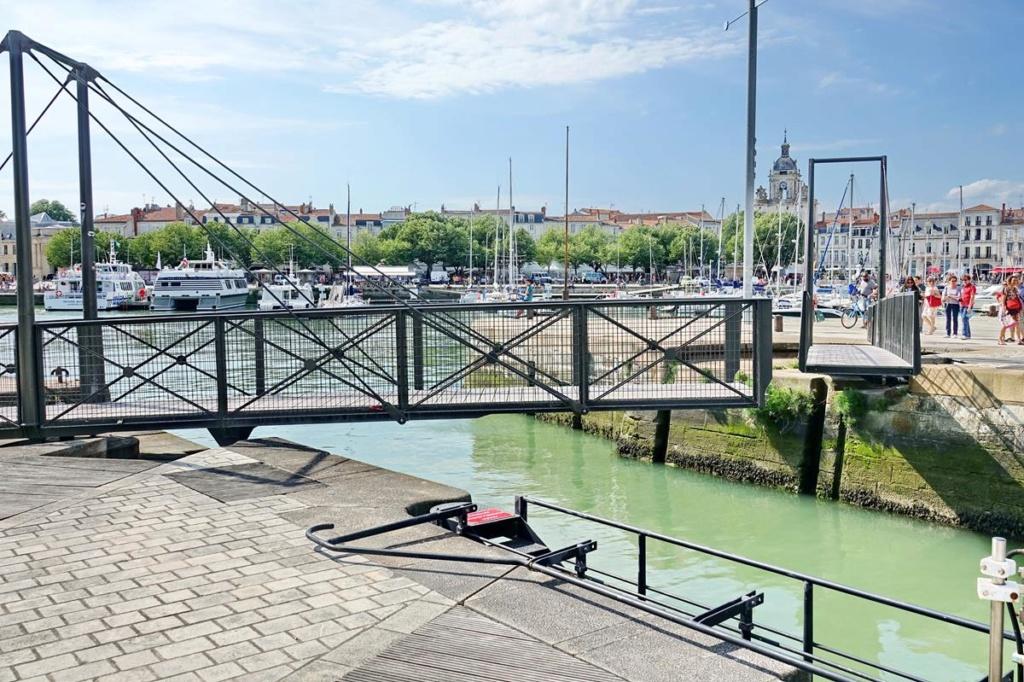 [Vie des Ports ] Port de La Rochelle  - Page 2 Ile_d344