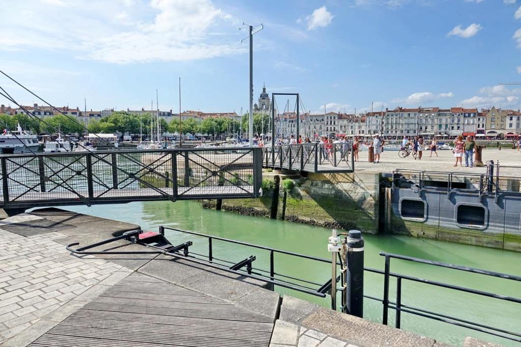 [Vie des Ports ] Port de La Rochelle  - Page 2 Ile_d346