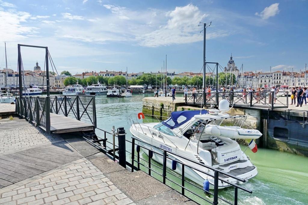 [Vie des Ports ] Port de La Rochelle  - Page 2 Ile_d349