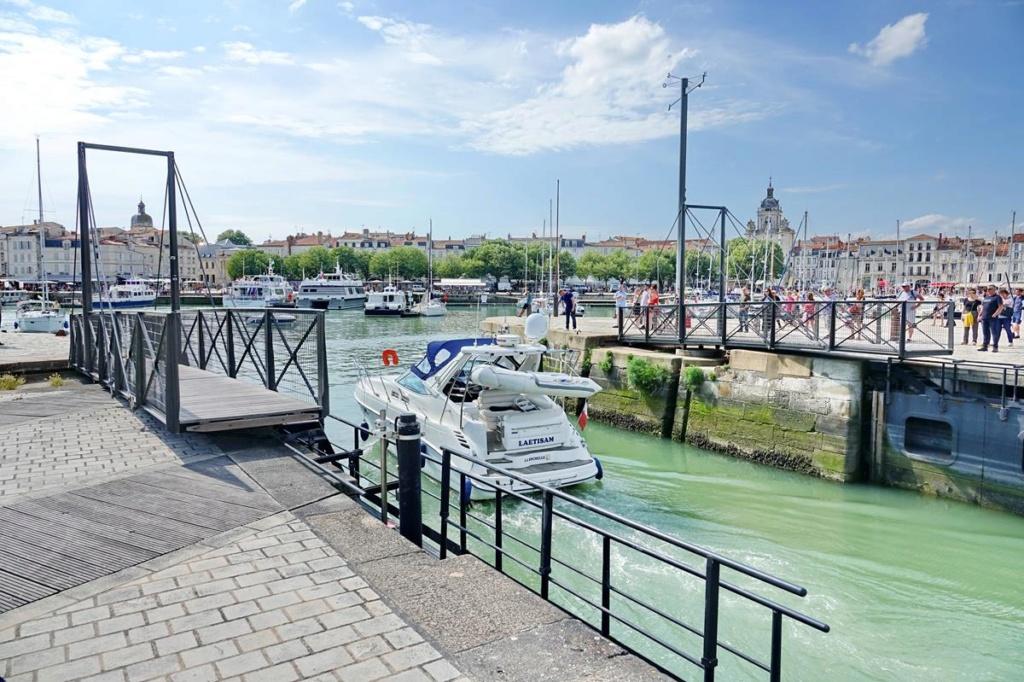 [Vie des Ports ] Port de La Rochelle  - Page 2 Ile_d351