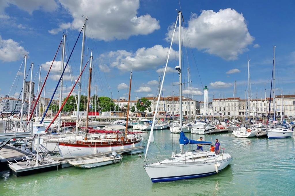 [Vie des Ports ] Port de La Rochelle  - Page 2 Ile_d352