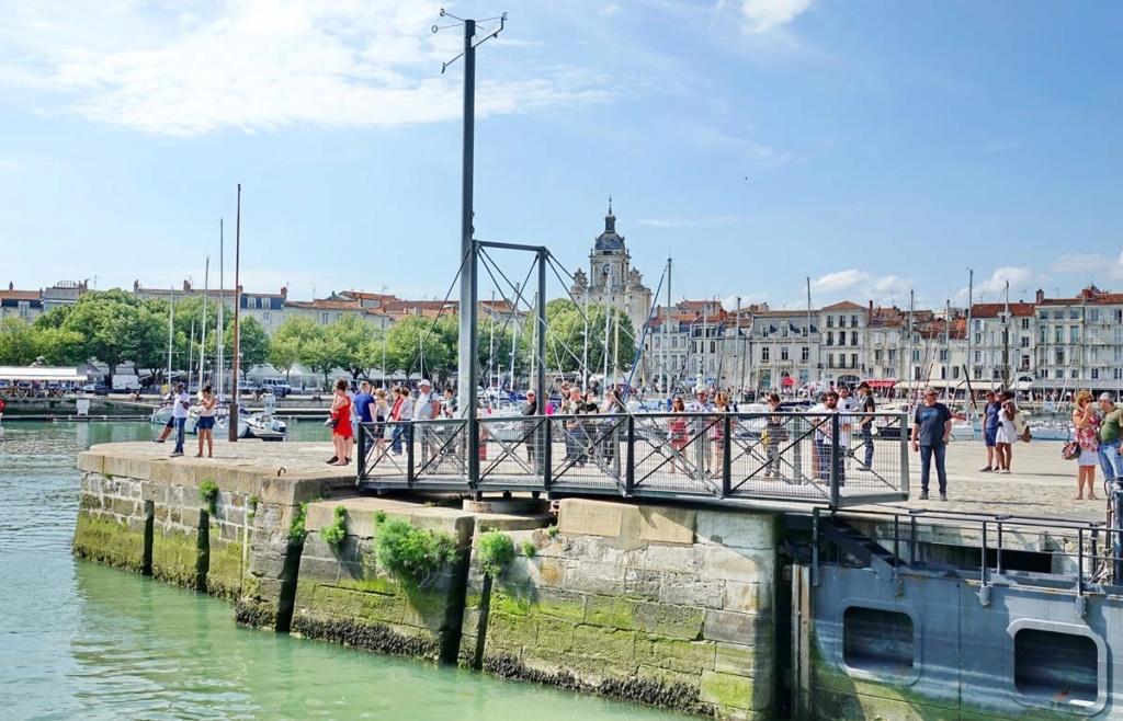 [Vie des Ports ] Port de La Rochelle  - Page 2 Ile_d353