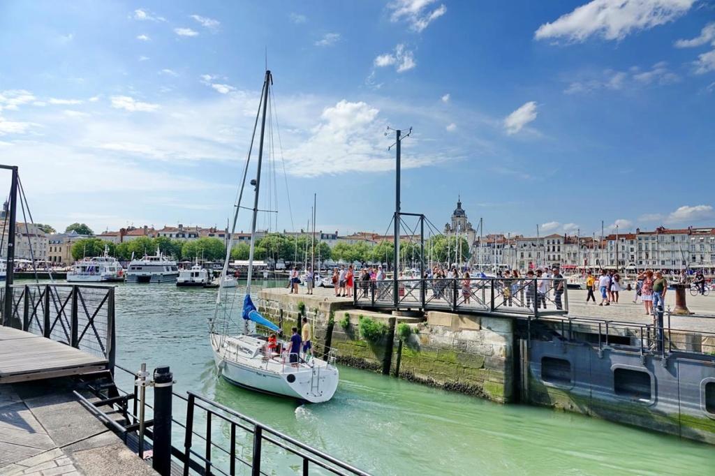 [Vie des Ports ] Port de La Rochelle  - Page 2 Ile_d356