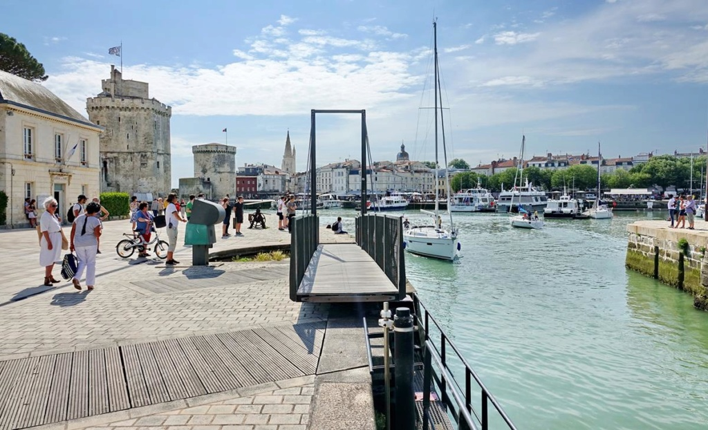 [Vie des Ports ] Port de La Rochelle  - Page 2 Ile_d358