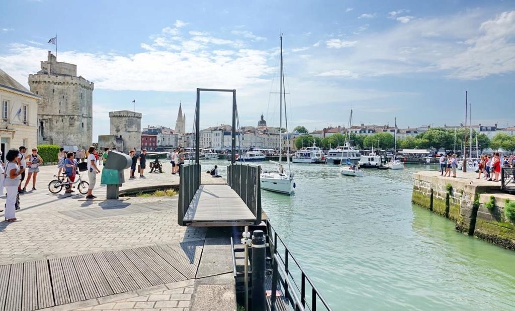 [Vie des Ports ] Port de La Rochelle  - Page 2 Ile_d359