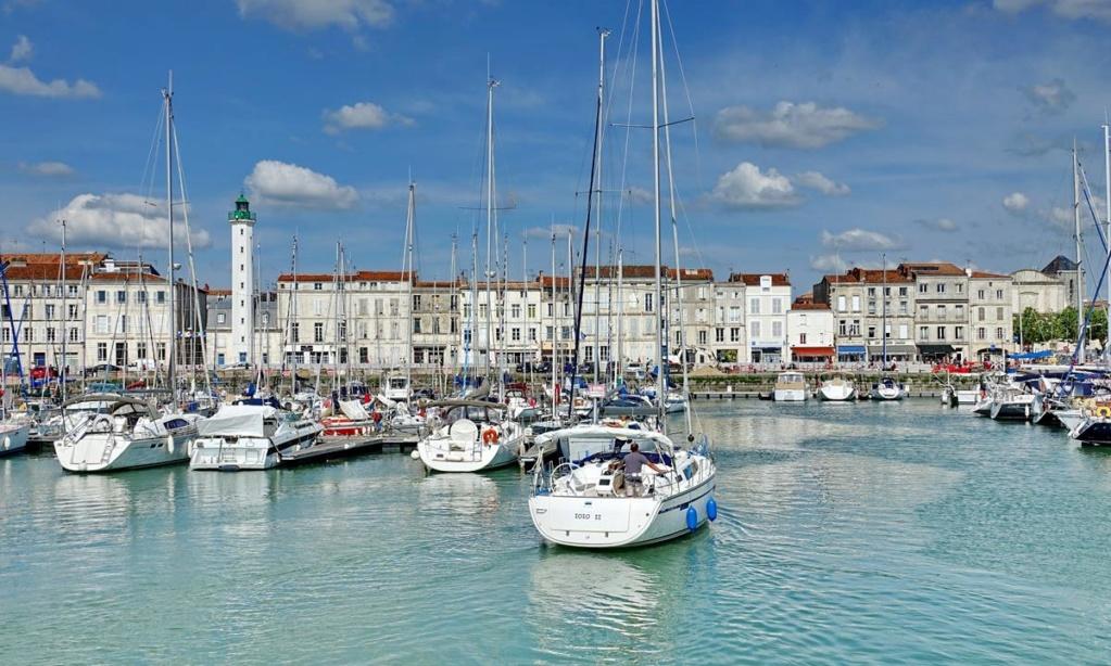 [Vie des Ports ] Port de La Rochelle  - Page 2 Ile_d363