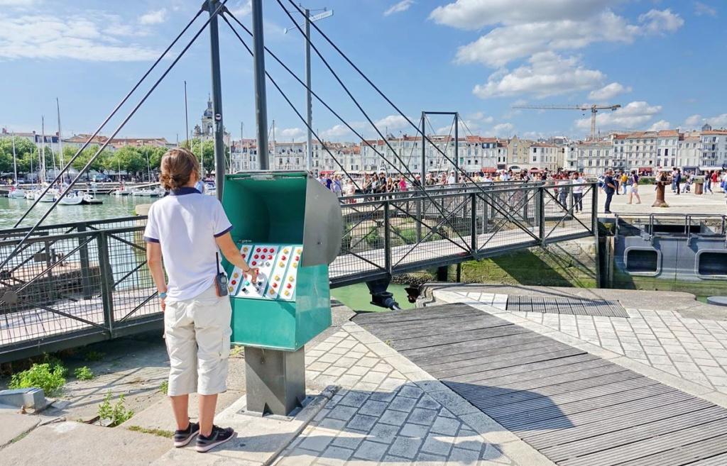 [Vie des Ports ] Port de La Rochelle  - Page 2 Ile_d364