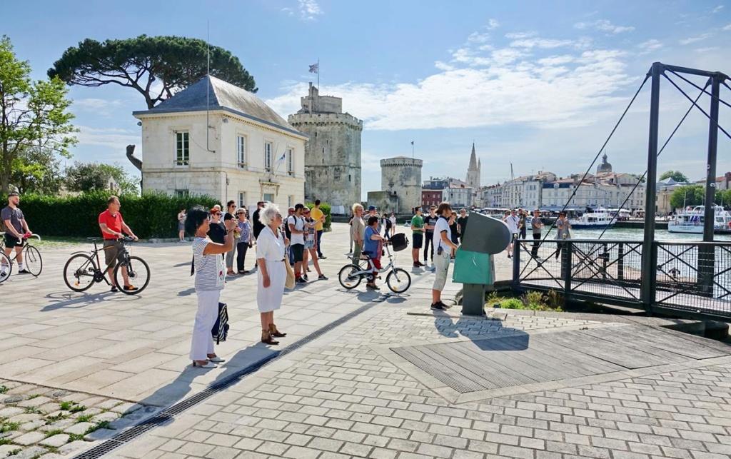 [Vie des Ports ] Port de La Rochelle  - Page 2 Ile_d365