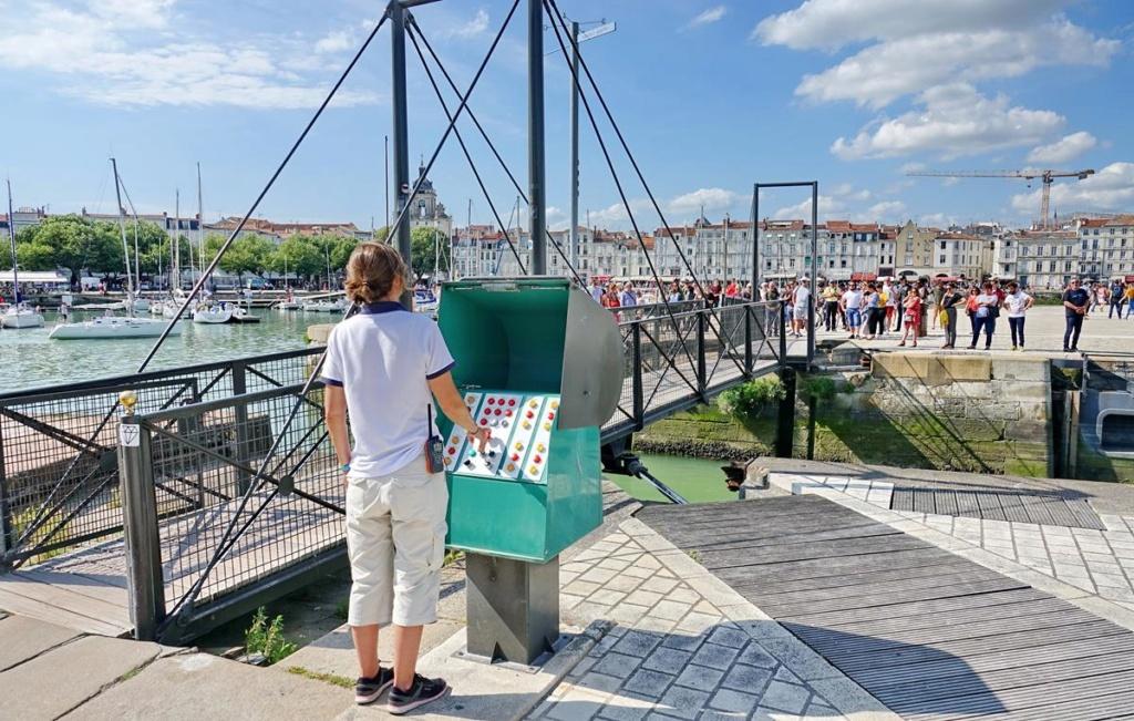 [Vie des Ports ] Port de La Rochelle  - Page 2 Ile_d367
