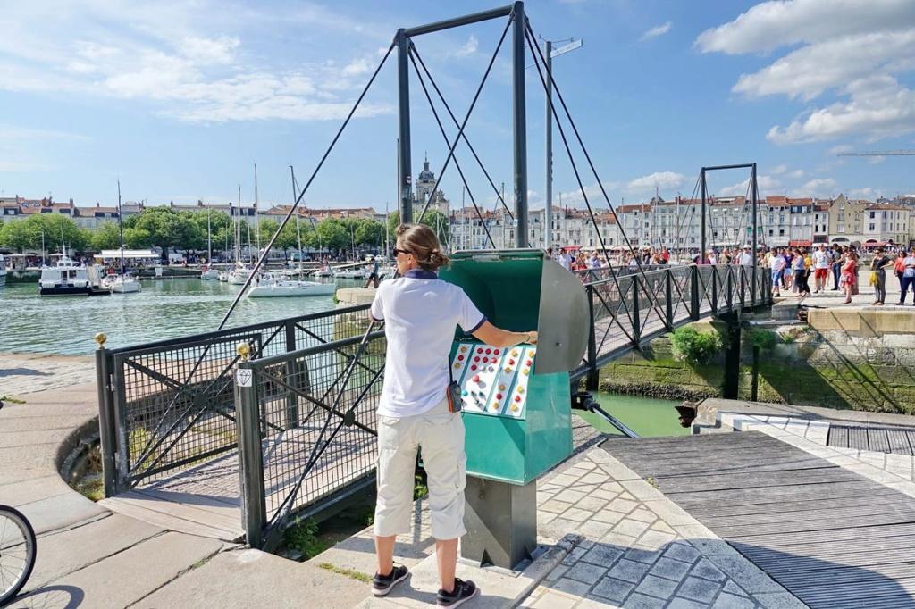 [Vie des Ports ] Port de La Rochelle  - Page 2 Ile_d371