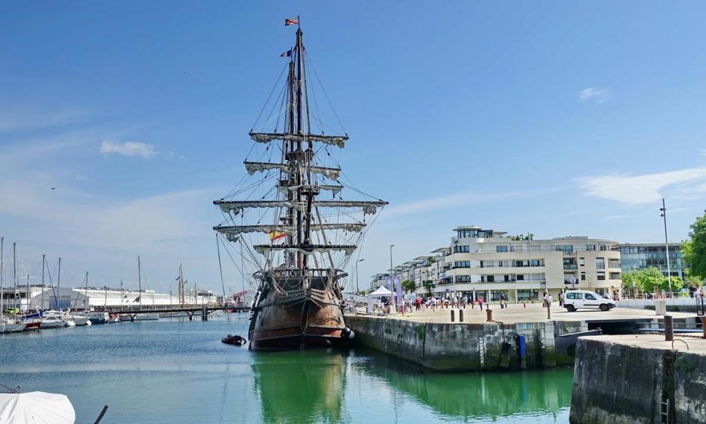 [Vie des Ports ] Port de La Rochelle  - Page 2 Ile_d414