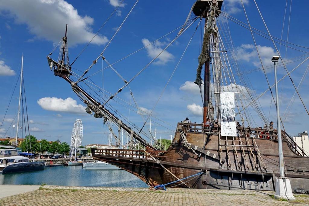 [Vie des Ports ] Port de La Rochelle  - Page 2 Ile_d422