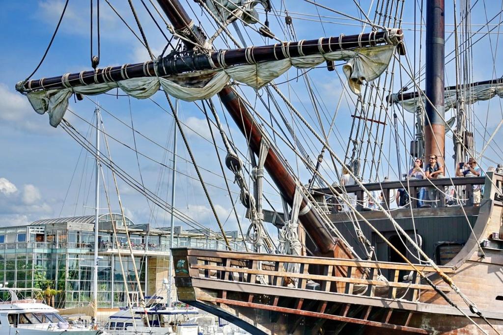 [Vie des Ports ] Port de La Rochelle  - Page 2 Ile_d430