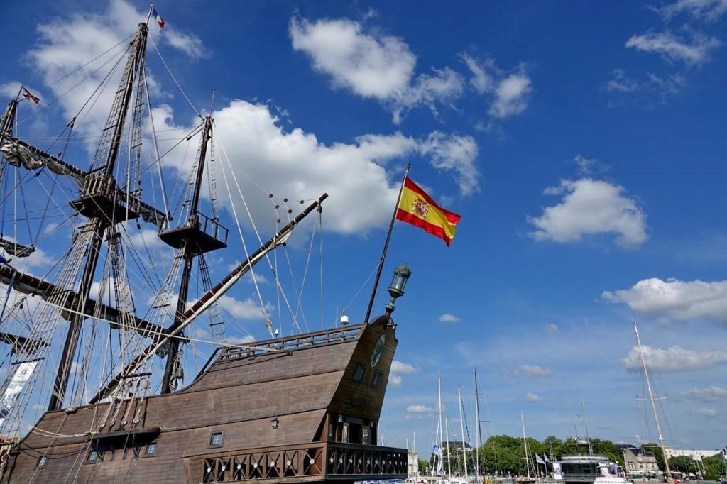 [Vie des Ports ] Port de La Rochelle  - Page 2 Ile_d447