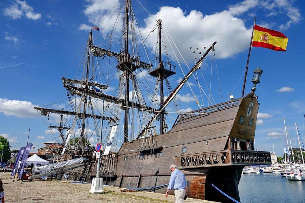[Vie des Ports ] Port de La Rochelle  - Page 2 Ile_d449
