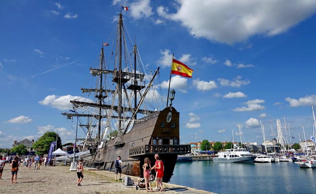 [Vie des Ports ] Port de La Rochelle  - Page 2 Ile_d450