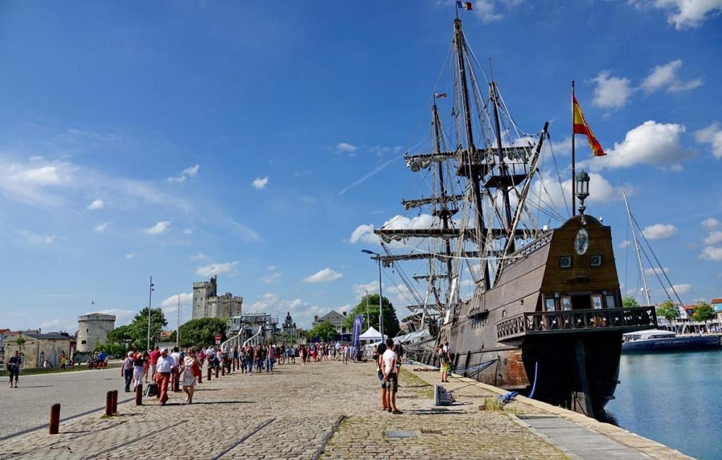 [Vie des Ports ] Port de La Rochelle  - Page 2 Ile_d456