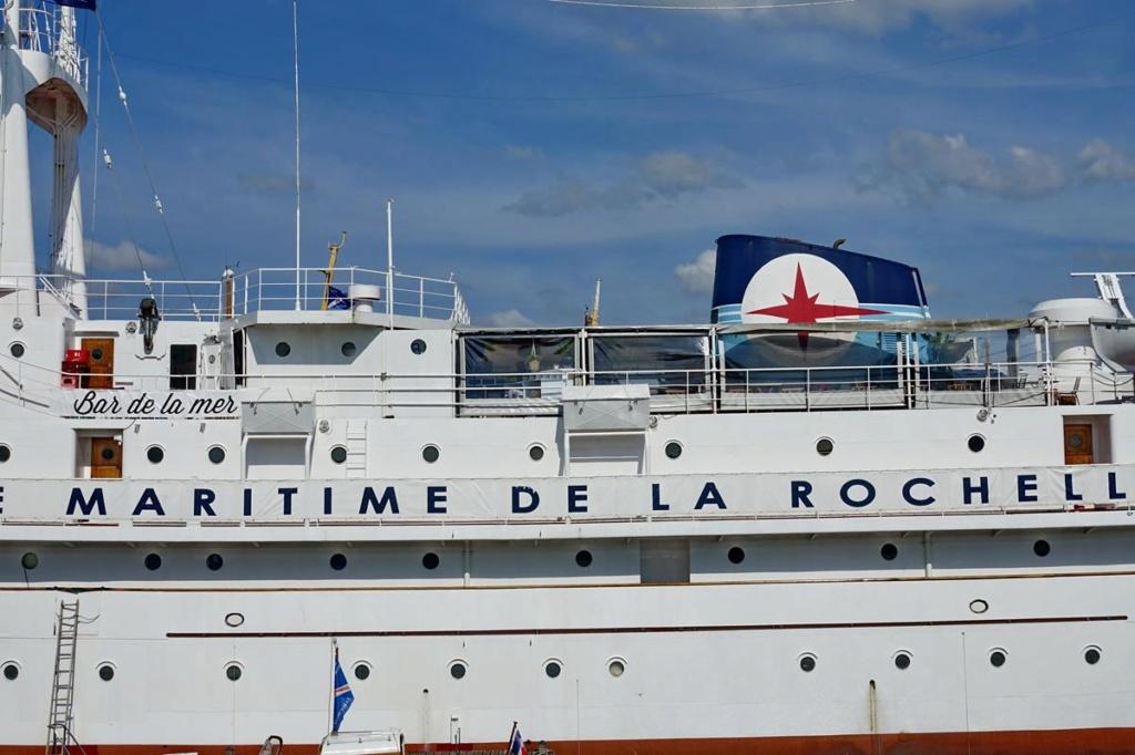 [Vie des Ports ] Port de La Rochelle  - Page 2 Ile_d504