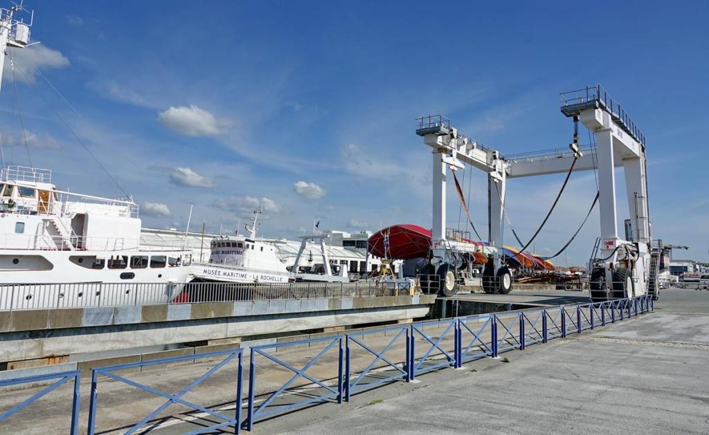 [Vie des Ports ] Port de La Rochelle  - Page 2 Ile_d505