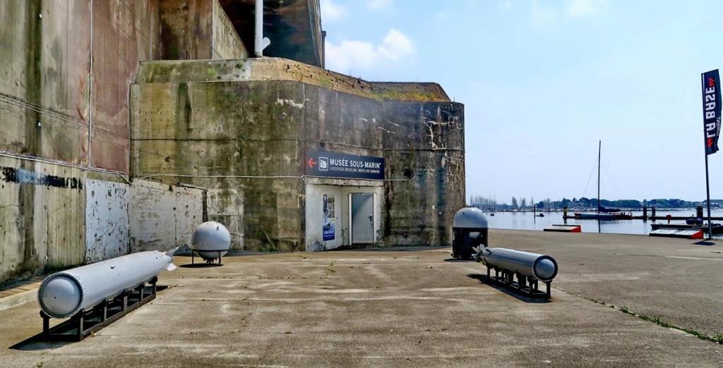 [Les ports militaires de métropole] Port de LORIENT - Page 5 Lorien87