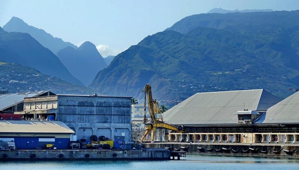 [Vie des ports] Les ports de la Réunion - Page 14 Port_129