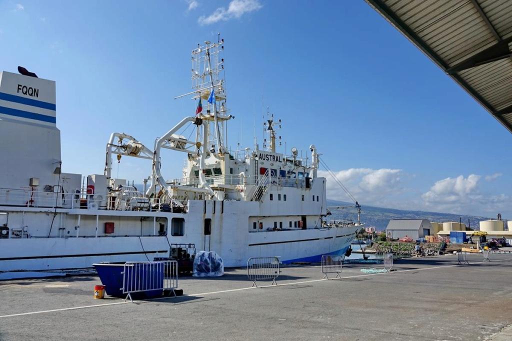 [Vie des ports] Les ports de la Réunion - Page 14 Port_143