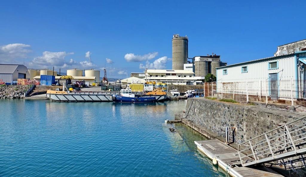 [Vie des ports] Les ports de la Réunion - Page 14 Port_154