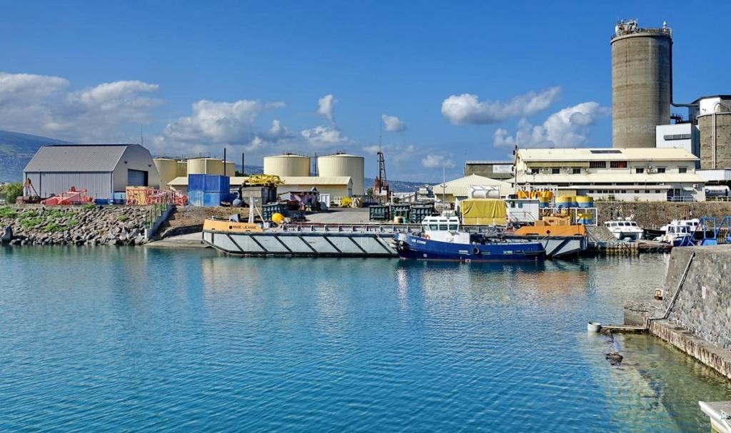 [Vie des ports] Les ports de la Réunion - Page 14 Port_156