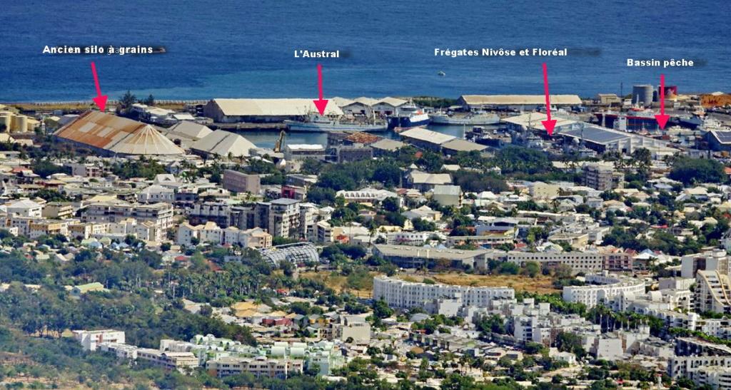 [Vie des ports] Les ports de la Réunion - Page 13 Port_210
