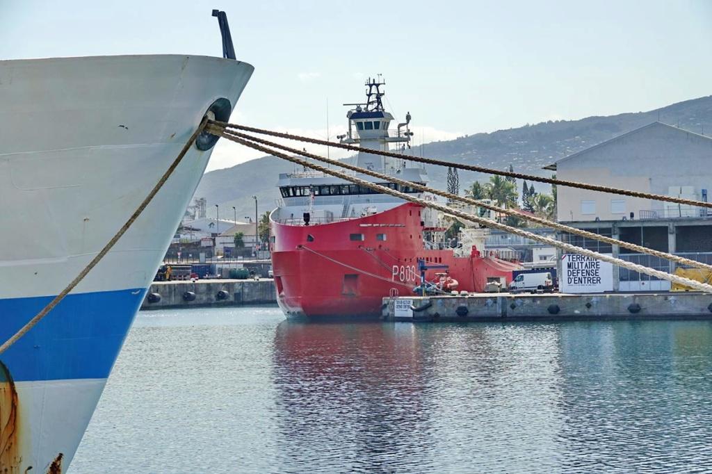 [Vie des ports] Les ports de la Réunion - Page 14 Port_218