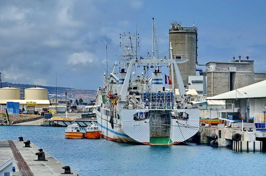 [Vie des ports] Les ports de la Réunion - Page 14 Port_272