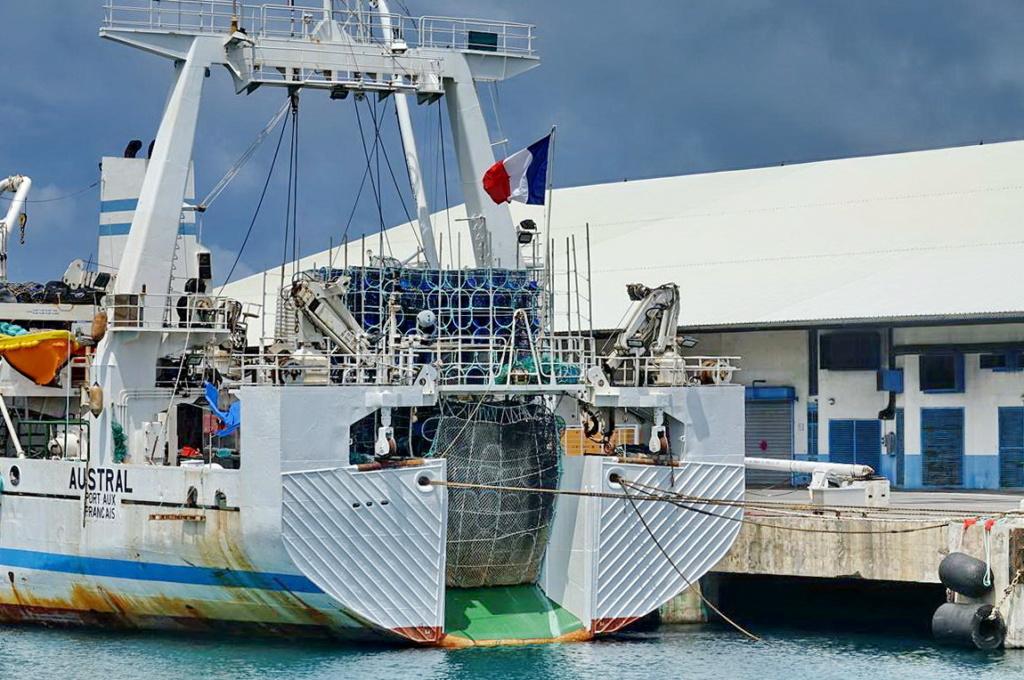 [Vie des ports] Les ports de la Réunion - Page 14 Port_286