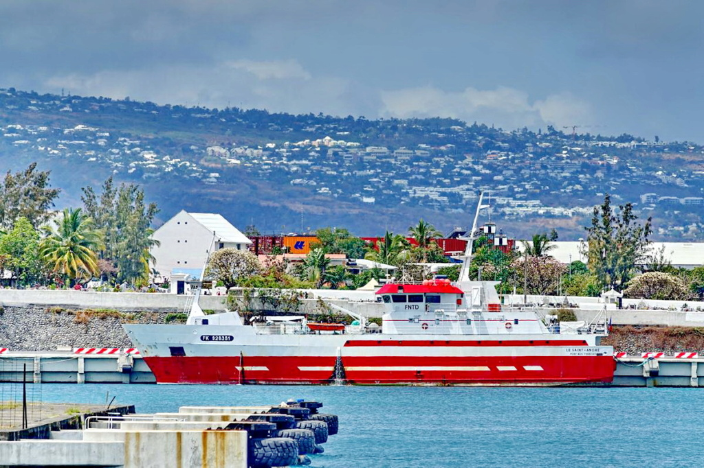 [Vie des ports] Les ports de la Réunion - Page 14 Port_289