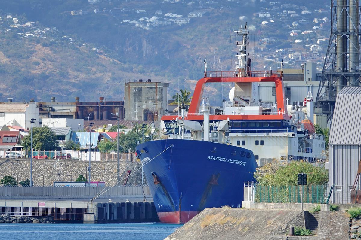 [Vie des ports] Les ports de la Réunion - Page 15 Port_663