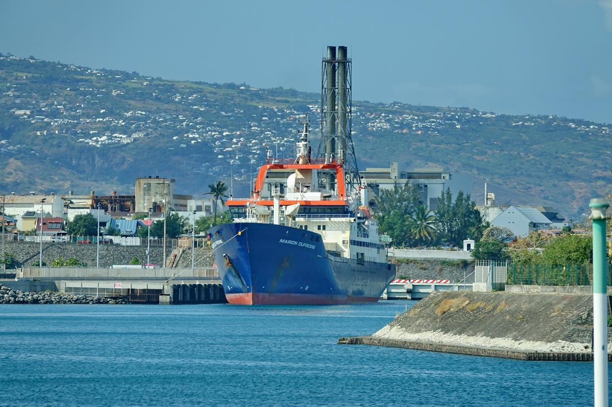 [Vie des ports] Les ports de la Réunion - Page 15 Port_664