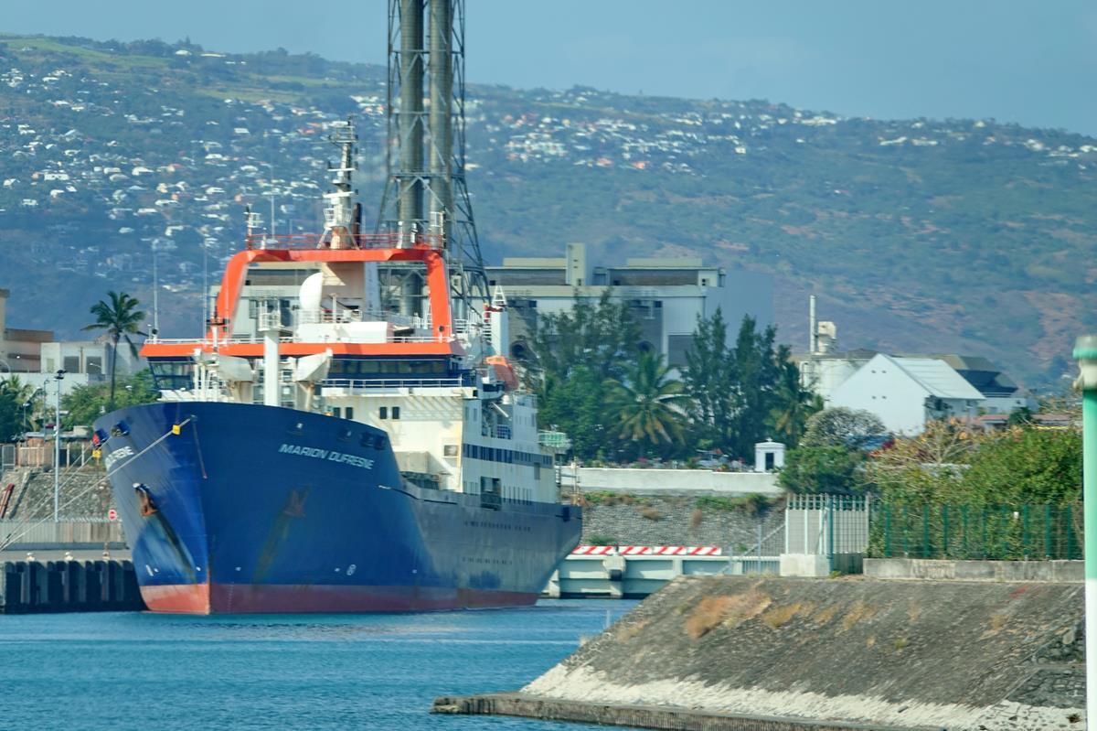 [Vie des ports] Les ports de la Réunion - Page 15 Port_665
