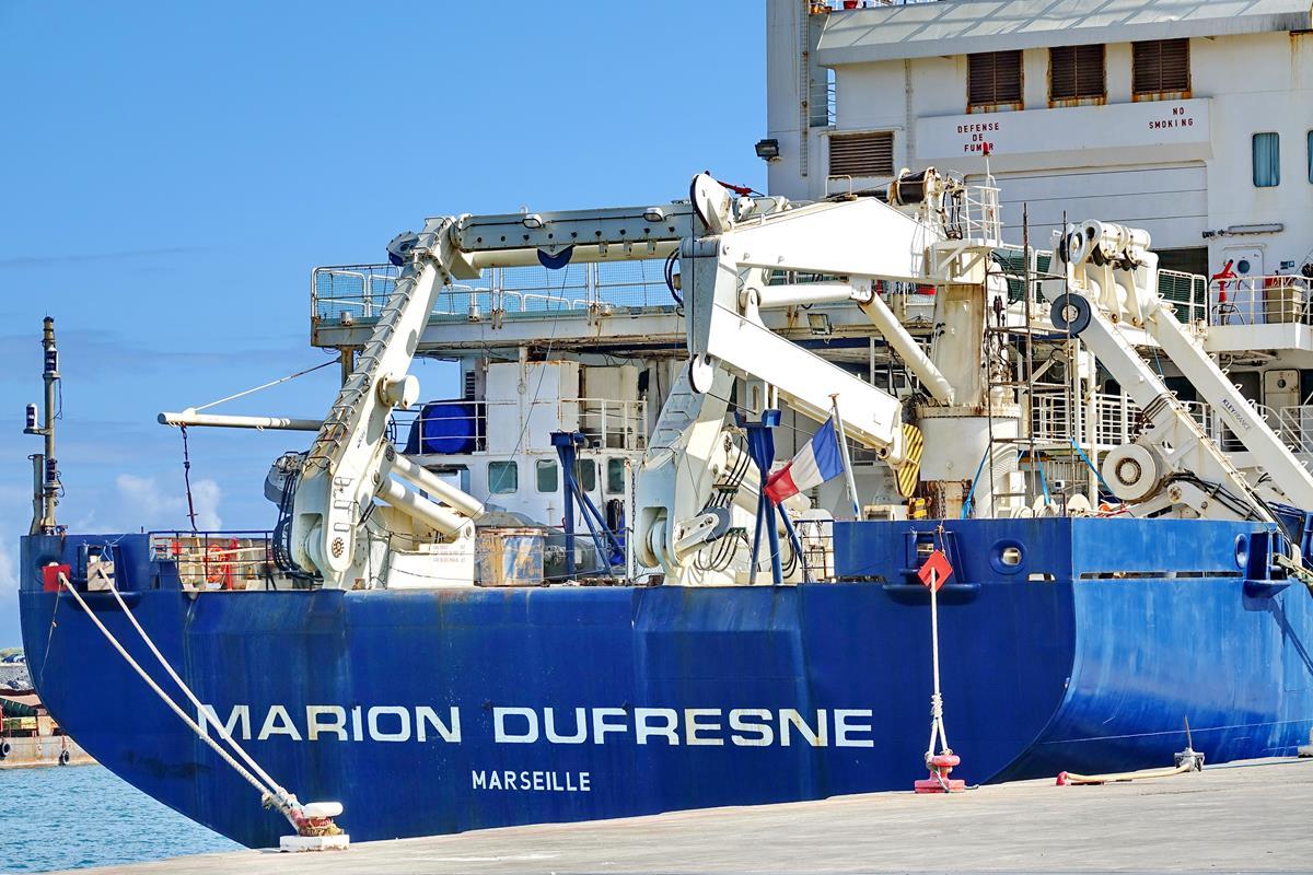 [Vie des ports] Les ports de la Réunion - Page 15 Port_705