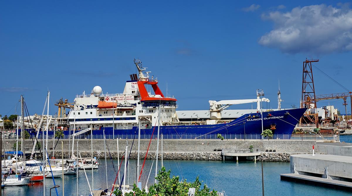 [Vie des ports] Les ports de la Réunion - Page 15 Port_716