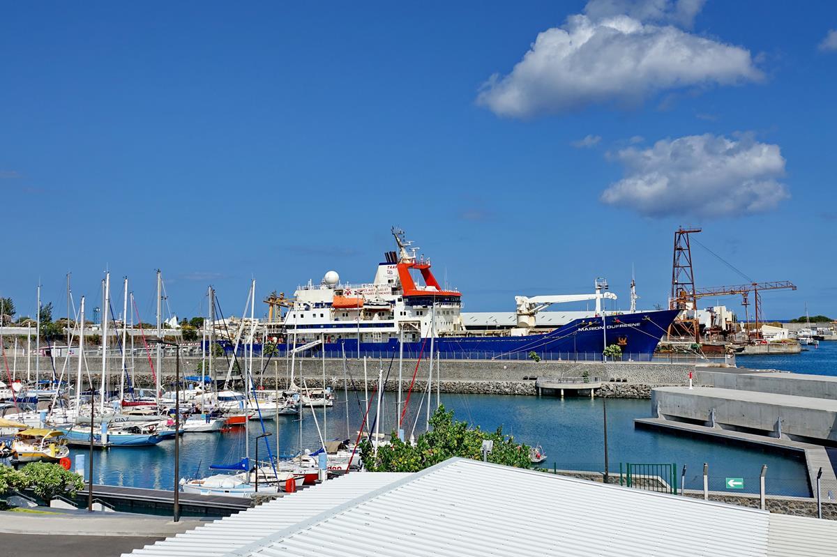 [Vie des ports] Les ports de la Réunion - Page 15 Port_717