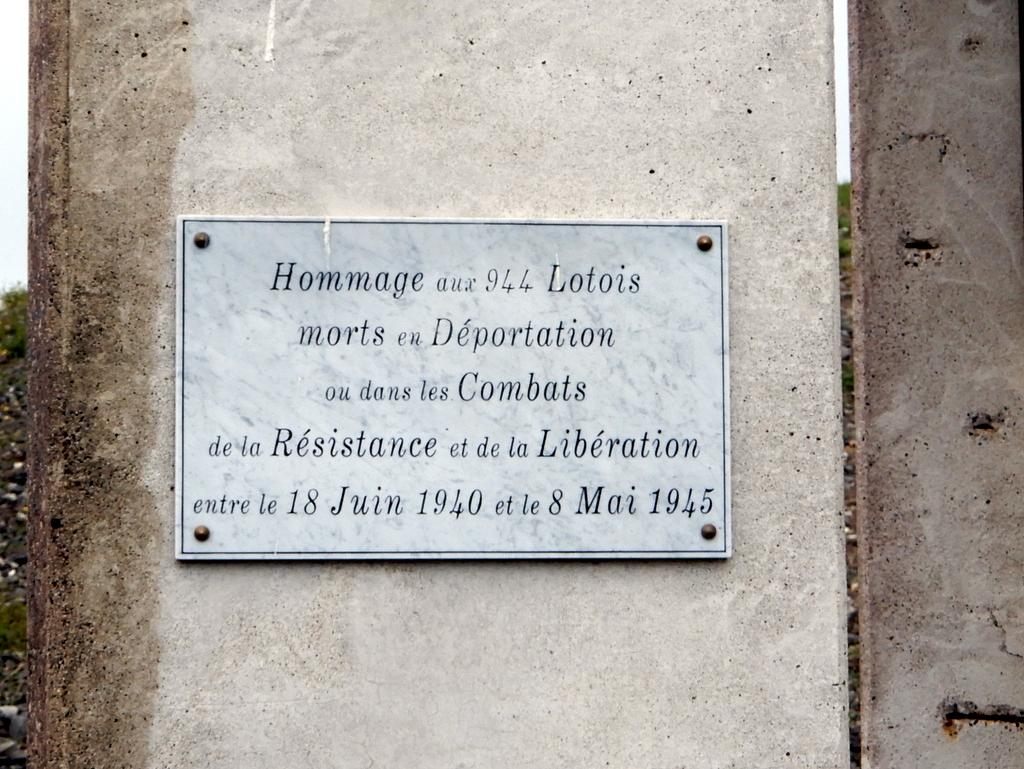 [ Histoires et histoire ] Monuments aux morts originaux Français Tome 2 - Page 13 C_est_70